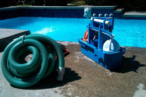 preparar una piscina para el verano