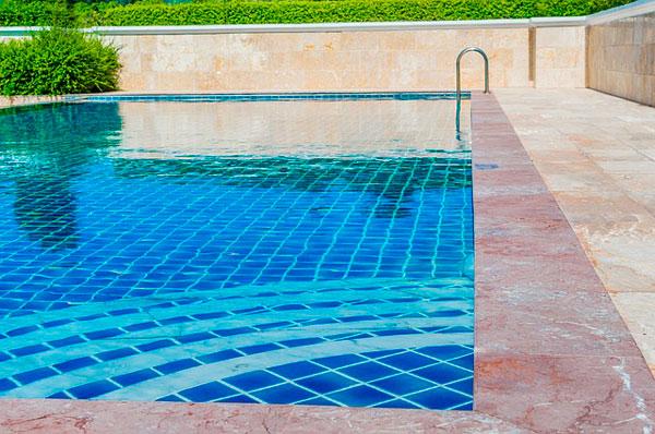 cuidar la piscina